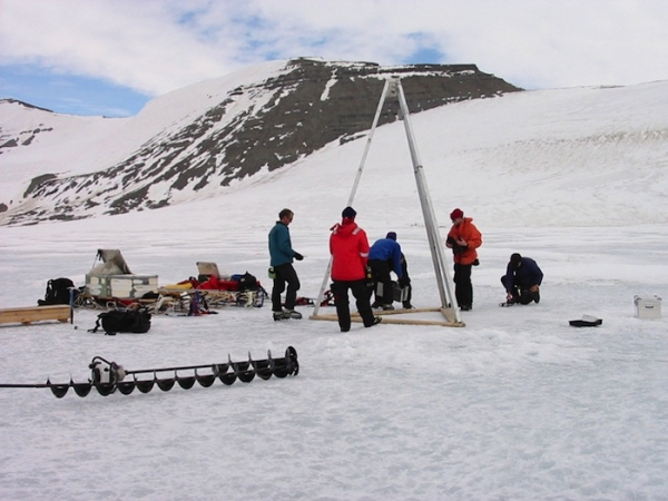 british-antarctic-team-drilling